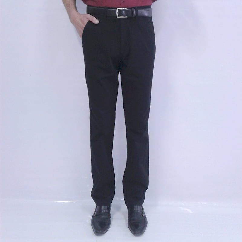 Calça sport wear masculina da Pierre cardin com bolso faca e corte regular